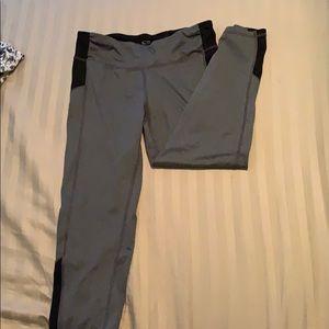 GENTLY WORN 3/4 length leggings